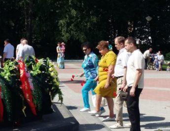 22 июня в День памяти и скорби состоялась торжественная церемония возложения цветов к Вечному Огню у Монумента Славы